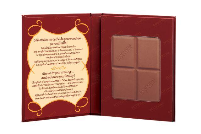 O pó bronzeador Délice Poudre, da Boujois, vem em formato de barra de chocolate e tem aroma da guloseima. Preço sugerido: R$ 89,90. SAC: 0800 704 3440