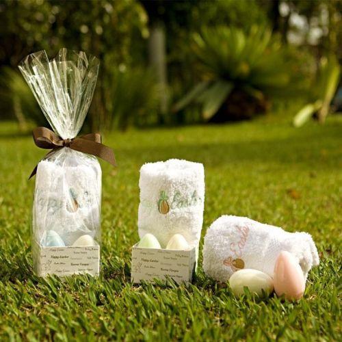O kit da Trousseau para a Páscoa vem com uma toalha lavabo bordada em 100% algodão e dois sabonetes em forma de ovo. Preço sugerido: R$ 48,00. SAC: www.trousseau.com.br
