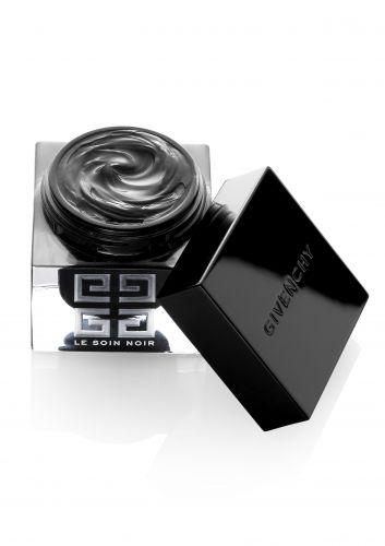 Para filhos abastados, a sugestão é o luxuoso tratamento de rejuvenescimento facial Le Soin Noir, da Givenchy, feito com seiva de algas negras. O preço do mimo? R$ 1200. SAC: 0800-170506