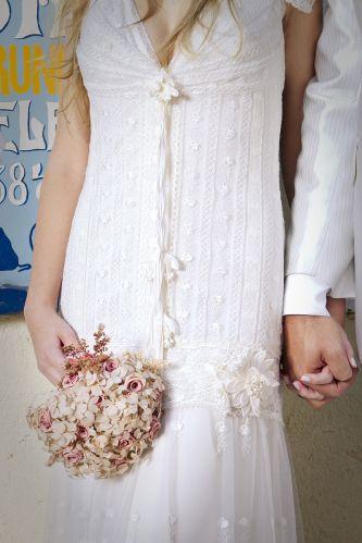 Detalhe do vestido de renda com aplicação de flores de Yolan Cris na Black Tie (R$ 14.000)Preços pesquisados em dezembro de 2011 e sujeitos a alterações