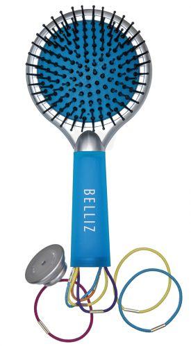 Escova Belliz Color Fun. Com pinos de nylon, pontas arredondas e base almofadada traz maciez para pentear e não machuca o couro cabeludo. Tem um espelho na parte de trás da escova, ideal para retocar a maquiagem e conferir como está o penteado. O cabo é