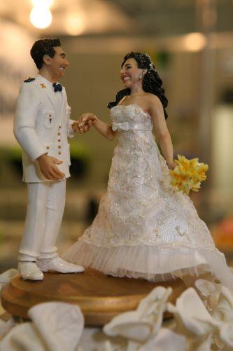 Esse topo tradicional também faz parte da linha personalizada do Funsize Estúdio de Modelagem, feito a partir e fotos do casal com valores que vão de R$ 600 a R$ 1300 (www.funsizemodelagem.com)