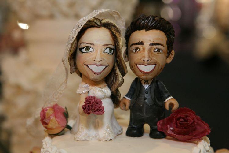 A tendência dos toy arts chegou aos topos de bolo do Funsize Estúdio de Modelagem. Eles podem ser personalizados com caricaturas do casal, e custam a partir de R$ 330 (www.funsizemodelagem.com)