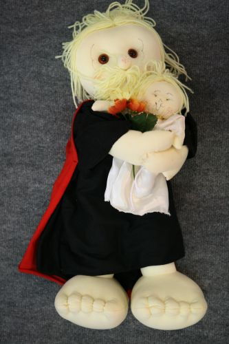 Agora, as amigas casadas também podem voltar para a brincadeira de pegar o buquê. Para elas, a Geísa doces preparou o boneco de São José, que é o protetor da família. O custo é de R$ 110, a unidade (www.geisadoces.com.br)