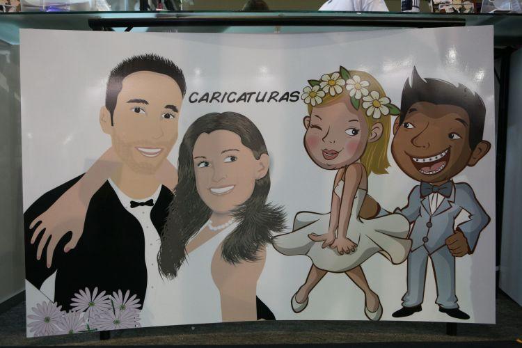A caricatura e a retrospectiva animada do casal são produtos divertidos e tecnológicos em alta na feira. A empresa Amei Casei oferece caricaturas do casal a partir de R$ 150, e a retrospectiva em cartum tem preços a partir de R$ 600 (www.ameicasei.com.br)