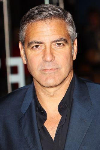 Tendência: retrô. O ator George Clooney é adepto do corte clássico dos anos 1940, com lateral e nuca bem aparadas e volume discreto na parte de cima