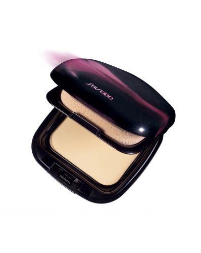 Abril 09: A Perfect Smoothing Compact Fondation, da Shiseido, é uma base compacta que promete aderir à pele uniformemente, deixando um acabamento natural, mesmo para peles muito secas. A fórmula do produto traz ingredientes hidratantes e FPS 15. Preço sugerido: R$ 258. SAC 0800-148023