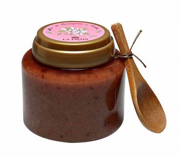 Julho 2009: O Bálsamo Esfoliante Flor de Laranjeira e Lichia La Façon promete proporcionar esfoliação profunda através do açúcar e das partículas de amêndoas doces, retirando as células mortas da pele do corpo. Preço sugerido: R$ 75,00. SAC: 11 3085-5208