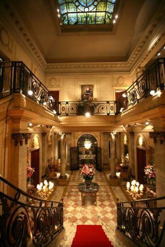 Salão Nobre, localizado no andar inferior do palacete, que mantém o mobiliário e a decoração original da década de 20, dignas de princesa, na Casa de Cultura Julieta de Serpa - Tel.: 21 2551 1278