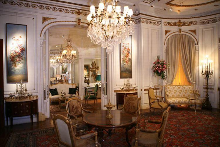 Que noiva não se sentiria uma verdadeira princesa ao recepcionar os convidados no casamento com um jantar à francesa num salão de realeza, como este, na Casa de Cultura Julieta de Serpa - Tel.: 21 2551 1278