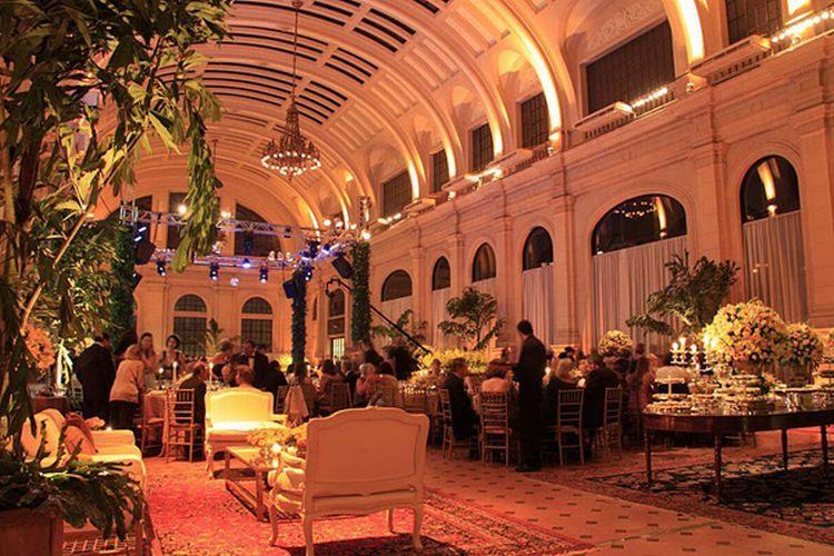 Festa de casamento organizada pela assessora de casamentos Fatima Leonhardt, na imponente Sala São Paulo - Tel.: 11 3367-9554