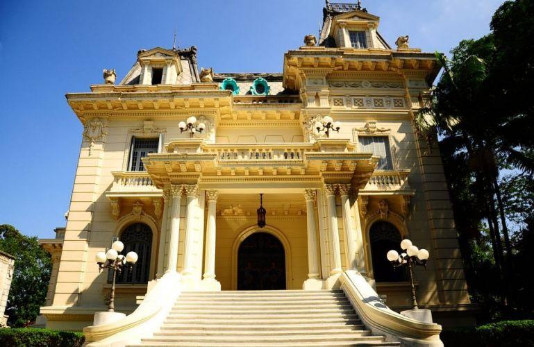 Construído numa área de 14 mil metros quadrados na década de 20, o palacete agora está disponível para casamentos e eventos. Palácio dos Cedros - Tel. 11 2272-1263