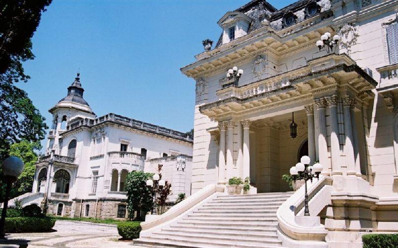 As mansões Victor Hugo e Versailles forma o complexo Palácio dos Cedros, tombado pelo Iphan e pelo Patrimônio Histórico. Palácio dos Cedros - Tel. 11 2272-1263