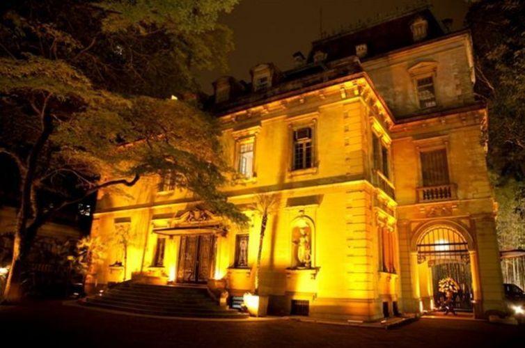 Localizado em Higienópolis, em São Paulo, o palacete de 1884 abre as portas para casamentos e realiza a cerimônia e a festa no mesmo local. Iate Clube de Santos - Tel.: 11 3155-4400