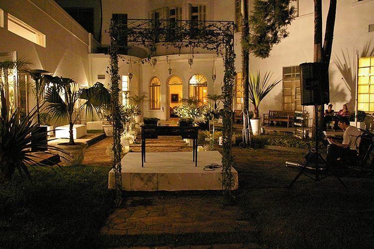 Com 6 mil metros quadrados no total, a mansão Nacional Club conta com jardins e piscina e recebe até 700 pessoas em eventos como casamento
