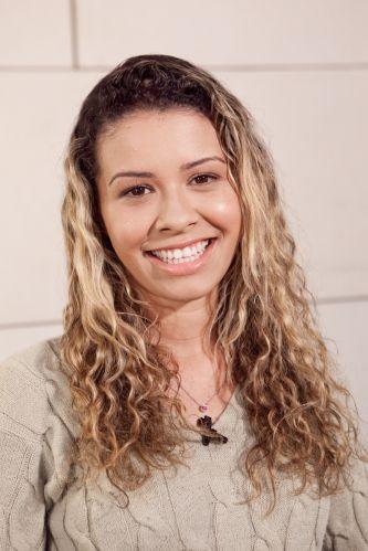 A supervisora Solange Lima, de 23 anos, que tinha os cabelos longos, com um contraste muito forte entre a raiz escura e os comprimento loiro, topou participar da transformação comandada pelo cabeleireiro Rodrigo Cintra, conhecido por sua atuação no programa