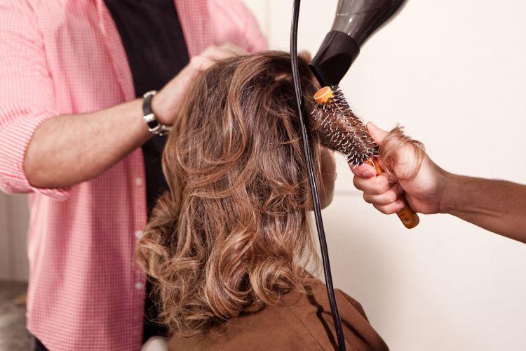 Os cabelos da participante Solange Lima - agora mel com nuaces mais claras - harmonizaram bem com seu tom de pele