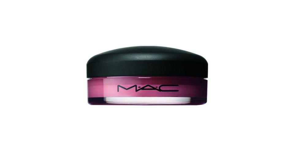 Tinted Lip Conditioner SPF 15, M.A.C, R$ 71 (SAC 0800-2828998). À base de manteiga de karité, óleo vegetais e vitaminas A e E, colore e restaura o manto hidrolipídico dos lábios