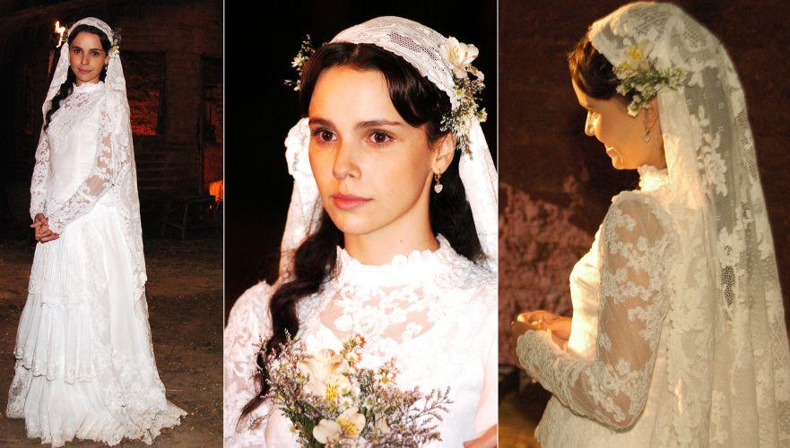 No casamento de Sinhá Moça na novela homônima de 2006, Débora Falabella usou um comportado vestido todo de renda com saia em camadas, gola fechada e mangas longas. A renda da mantilha era a mesma da usada no vestido