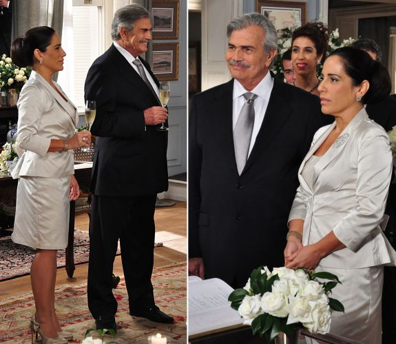 Norma (Gloria Pires) escolheu um sóbrio e elegante tailleur cinza claro para seu casamento com Teodoro (Tarcísio Meira) em