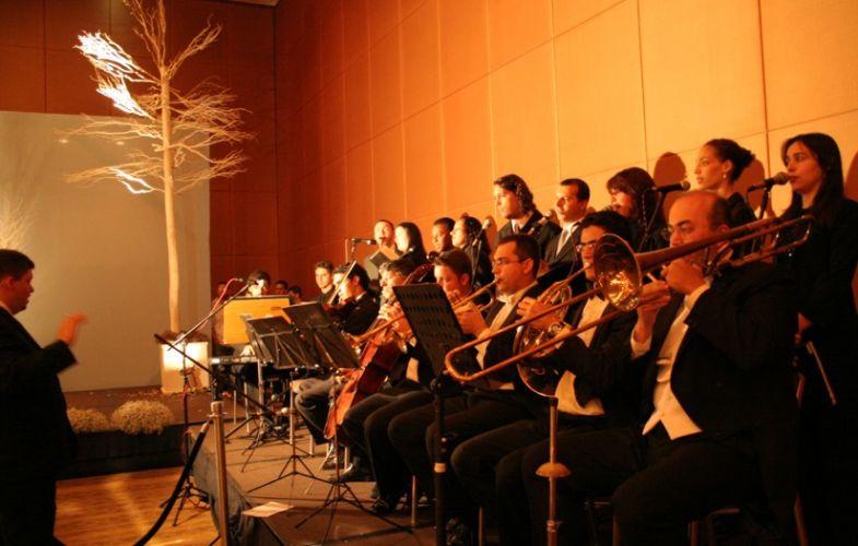 Orquestra e coral com músicos de qualidade garantem ainda mais emoção em cerimônias de casamento. Coral Del Chiaro, tel.: (11) 5051-3234