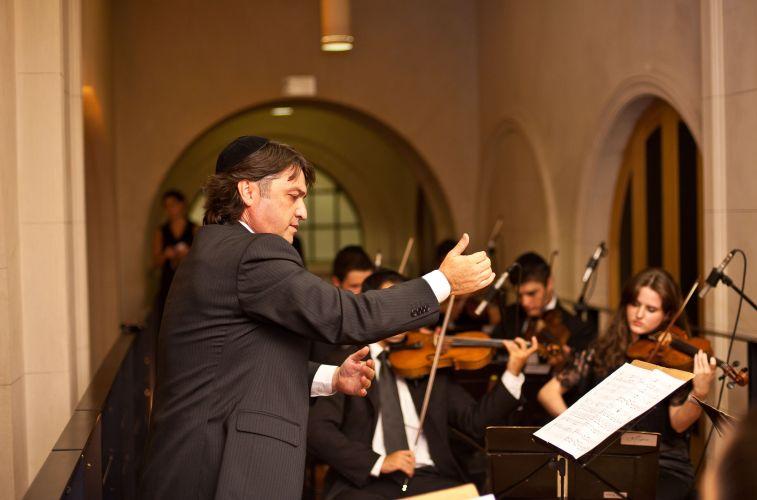 Casamento com orquestra comandada pelo maestro Renato Misiuk, da Allegro Coral
