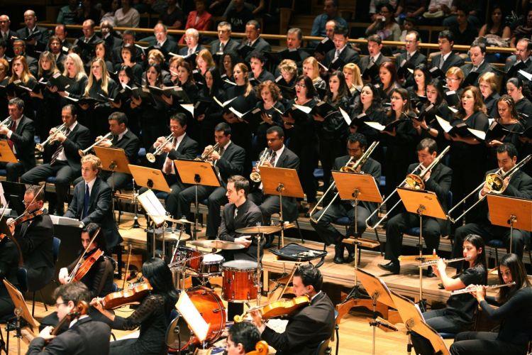 Trompetes, violinos, flautas e até bateria são alguns dos instrumentos usados em apresentações do Allegro Coral. Tel. (11) 5055-8808