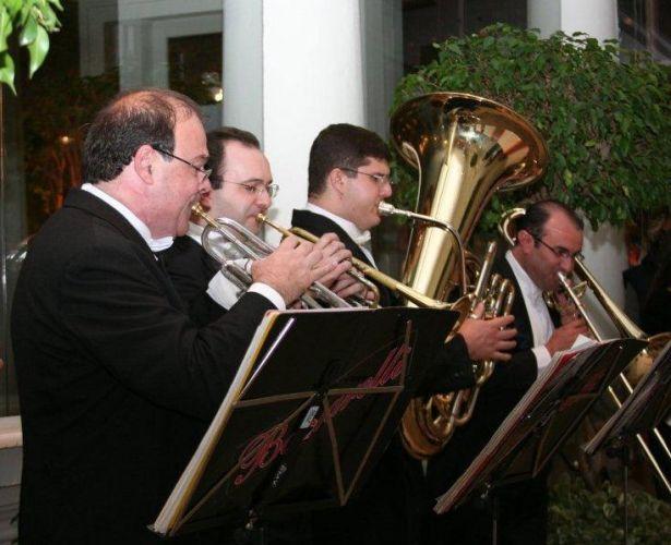 Para receber os convidados em grande estilo, quinteto faz apresentação logo na entrada do evento. Coral & Orquestra Baccarelli, tel.: (11) 5549-2011