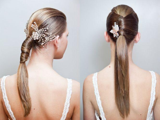 Muitas vezes, pensar em prender o cabelo em um rabo de cavalo soa como uma coisa casual, inimaginável para um casamento. Não para a noiva, ao menos. Mas, sim, é possível fazê-lo e ficar deslumbrante no altar.
