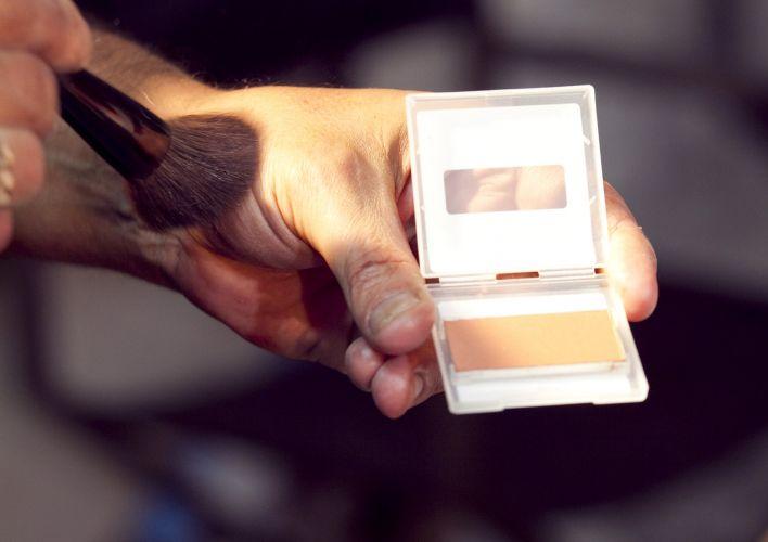 BLUSH BEGE ALARANJADO EM PÓDepois de preparar a pele é hora de escolher o blush que irá dar o tom da maquiagem. Este bege alaranjado fica muito sutil na pele