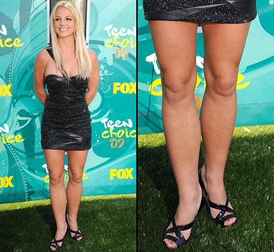 Britney Spears exibe as pernas bem torneadas em evento infantil na Califórnia