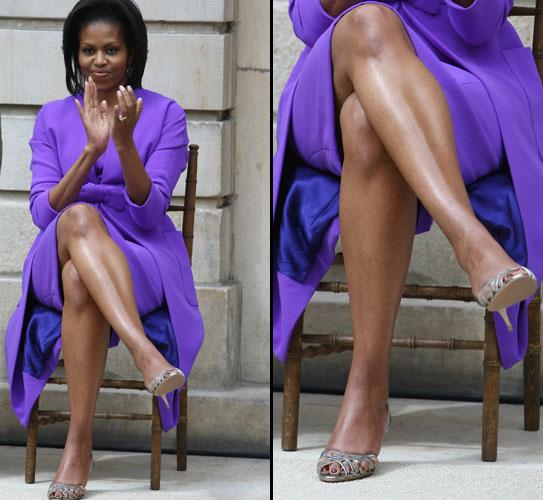 A primeira dama dos Estados Unidos, Michelle Obama, exibe suas pernas lisas e hidratadas na cidade de Nova York (18/05/2009)