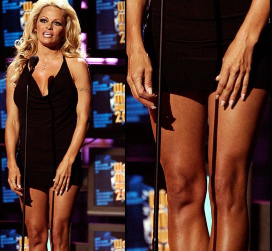 A atriz Pamela Anderson possui pernas bem definidas, lisas e hidratadas