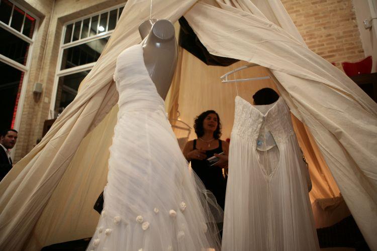 No Spicy Wedding Day, expositores, como o Ateliê Bibi Barcellos, apresentam suas novidades em vestidos de noiva para casais interessados em organizar o seu casamento (18/11/2010)