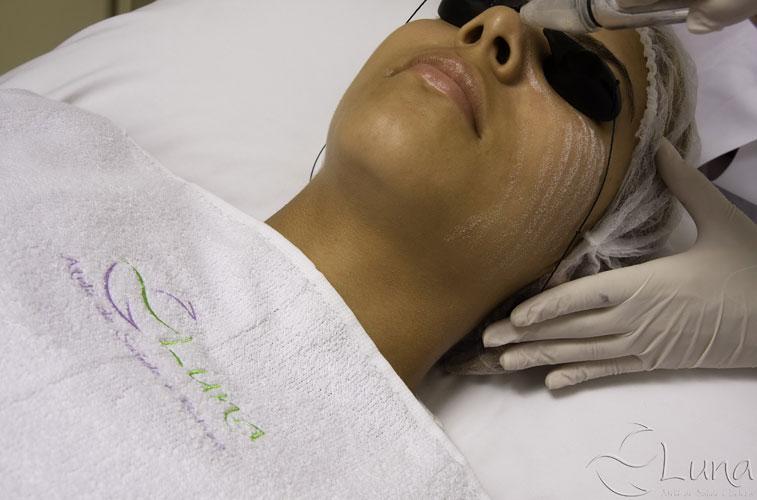 No mês de maio, o Ateliê de Saúde e Beleza Luna vai oferecer às clientes um pacote com peeling de cristal e limpeza de pele. Outra opção é o Vale Gift Gestante, que inclui sessões de dreagem linfática, terapia crânio-sacro ou massagem biodinâmica. Ao final dos tratamentos, as mães ganham um banho com aromaterapia.Luna Ateliê Saúde e Beleza: Alameda Jaú, 1795, São PauloTel: (11) 3088-0300Site: www.lunasaudebeleza.com.br/Preço: R$ 150