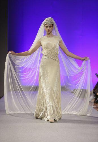 A estilista espanhola Isabel Zapardiez apresentou sua coleção de vestidos de noiva na