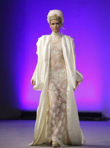 Vestido de casamento da estilista espanhola Isabel Zapardiez, apresentado durante a