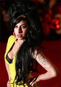A cantora Amy Winehouse e seu estilo inconfundível
