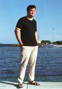 Estilista Walter Rodrigues fará palestra sobre tendências de calçados para o inverno 2008 - Folha Imagem (jan.04)