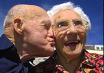 O casal Frank e Anita, que comemora 80 anos de casamento - BBC