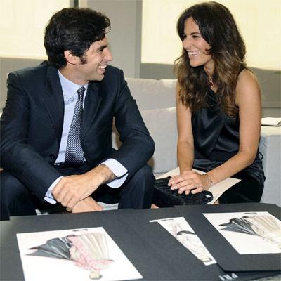 O toureiro Cayetano Rivera Ordoñez e Roberta Armani, sobrinha do estilista, e os esboços do traje