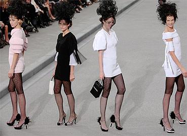 Chanel mostra sua coleção para o verão 2009 assinada pelo alemão Karl Lagerfeld - AFP