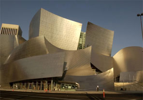 """'Walt Disney Concert Hall"""", em Los Angeles, projetado por Frank Gehry"""