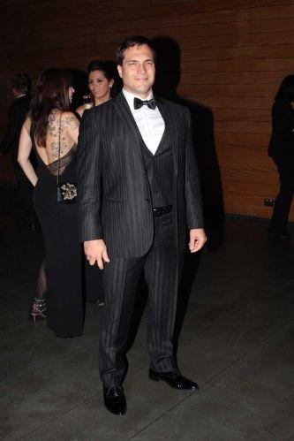 O ator Daniel Boaventura vai ao Baile de Carnaval da Vogue, na noite de sexta-feira, em São Paulo (25/02/2011)