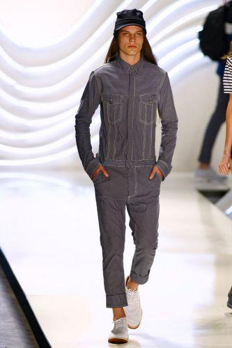 Colcci apresenta coleção de Verão 2012 durante o 3º dia do São Paulo Fashion Week (15/06/2011)