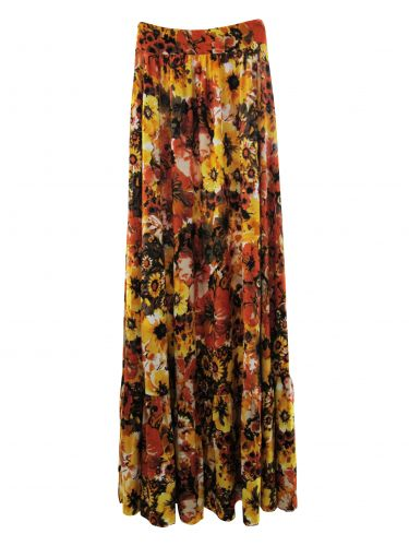 ISABELA CAPETOSaia longa com estampa floral; R$ 199, na Damyller (SAC: 0800 48 4700)