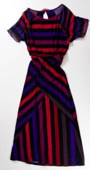ISABELA CAPETOVestido listrado; R$ 395, na Espaço Fashion (Tel.: 21 2512-8391)