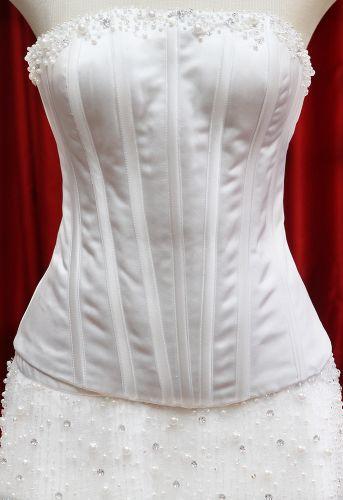 Detalhe do corpete tomara-que-caia de um modelo contemporâneo exposto na Mostra Moda Noiva que acontece até 8 de maio na loja Fashion Noivas em São Paulo (Rua São Caetano, 185 - entrada gratuita)