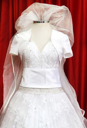 Detalhe da cintura marcada no vestido inspirado nos modelos da década de 1950 exposto na Mostra Moda Noiva que acontece até 8 de maio na loja Fashion Noivas em São Paulo (Rua São Caetano, 185 - entrada gratuita)