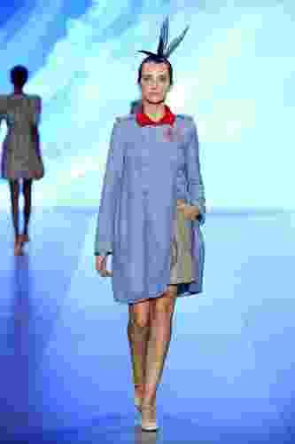 Giulietta desfila sua coleção para o Inverno 2011, no segundo dia do Fashion Business. O evento, paralelo à programação do Fashion Rio, é voltado para compradores e lojistas (10/01/2011) - undefined